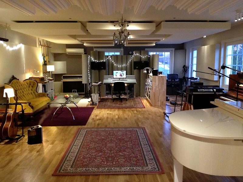 Bass Trap Monster personalizzate nello studio di Oslo del Grammy-winner Norvegese Espen Lind. Progettazione acustica di HdAcoustics