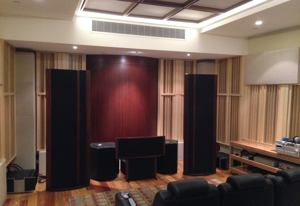 Diffusori GIK Acoustics gridfusors in una sala d' ascolto