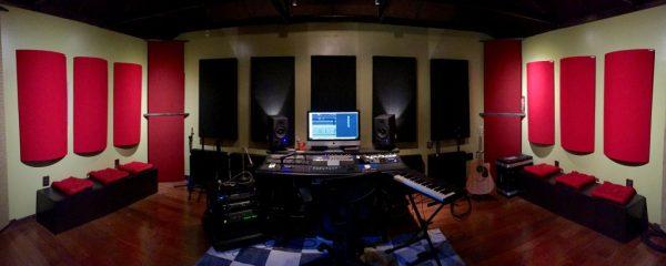 Polyfusors di GIK Acoustics in recording studio
