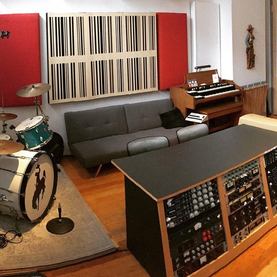 Pannelli Alpha 1D in legno pannelli acustici decorativi del Cowboy Technical Services Recording Rig