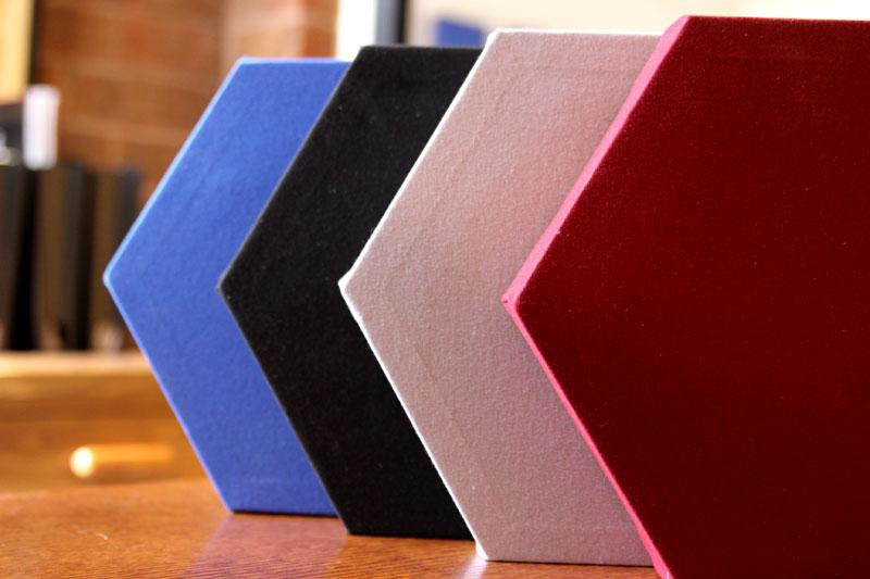 Acustici Esagonale Decoshapes GIK Acoustics eccellente opzione per ambienti come uffici, ristoranti, chiese e scuole per controllare il rumore ed il rimbombo